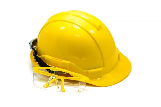 Hardhat mit dem augenschutz oder schutzbrillen lokalisiert