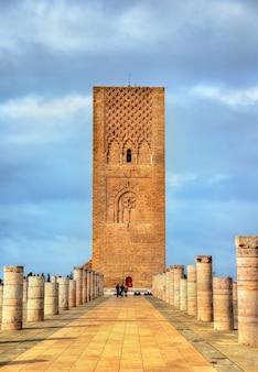 Hassan tower, das minarett einer unvollständigen moschee in rabat - marokko