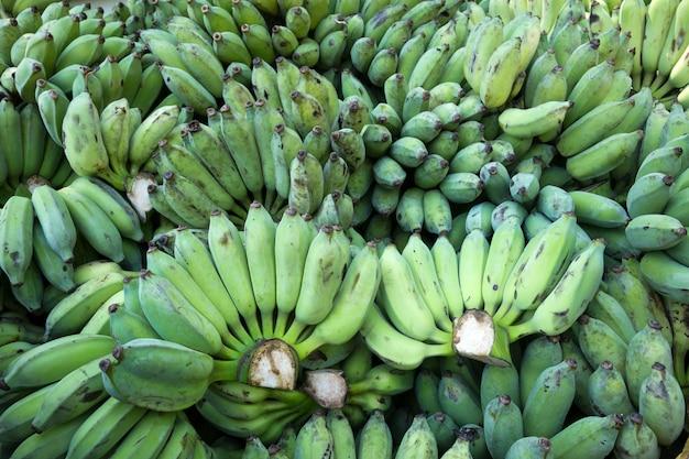 Haufen bananen zum verzehr.