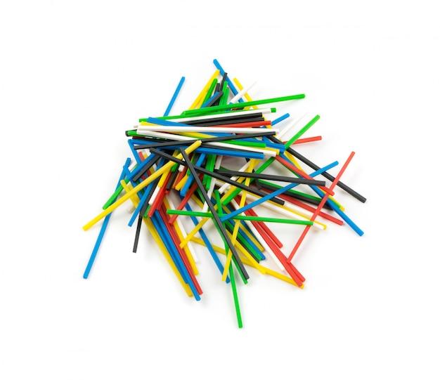 Haufen bunter plastik-mathe-sticks zum lernen von mathematik Premium Fotos
