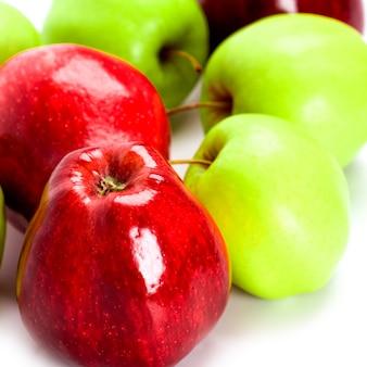 Haufen der grünen und roten apfelnahaufnahme