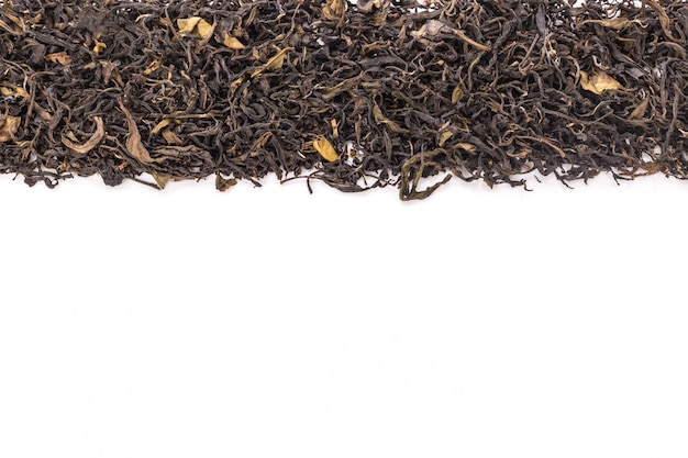 Haufen des getrockneten grünen teeblatts.