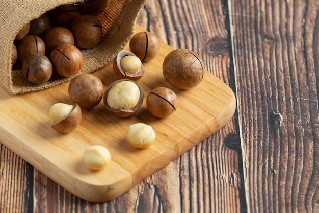 Haufen macadamia-rohsamen