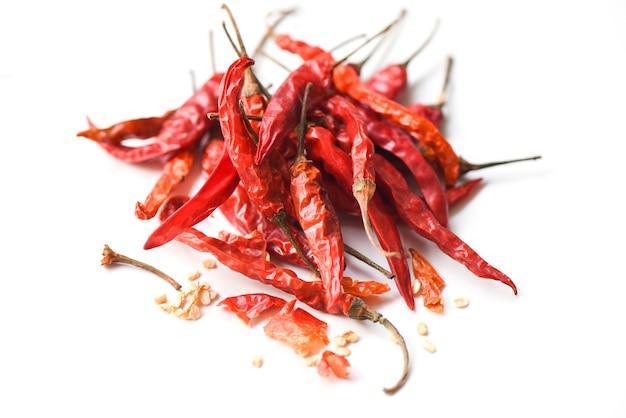 Haufen roter getrockneter chili-pfeffer-cayennepfeffer