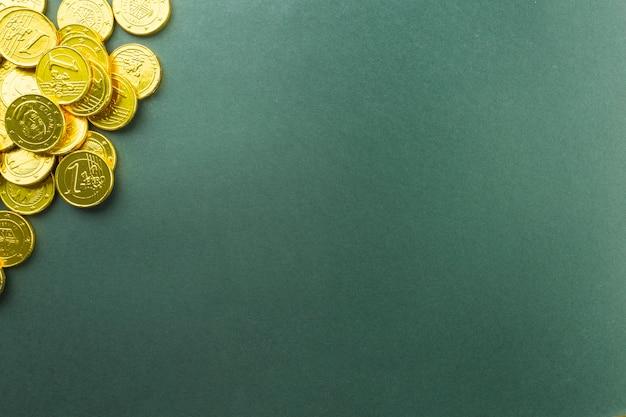 Haufen schokoladenmünzen