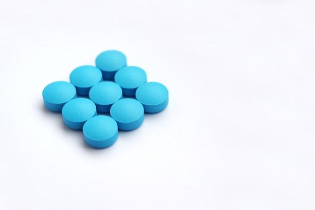 Haufen von blauen tabletten