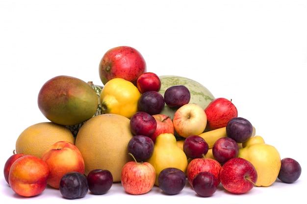 Haufen von frischen früchten