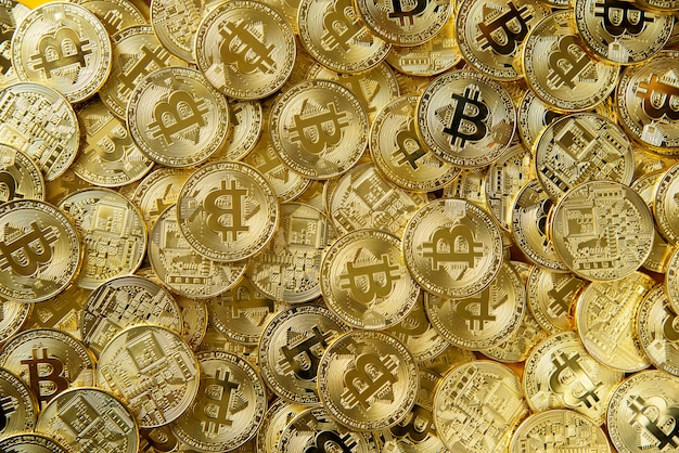 Haufen von gold-bitcoin-geld