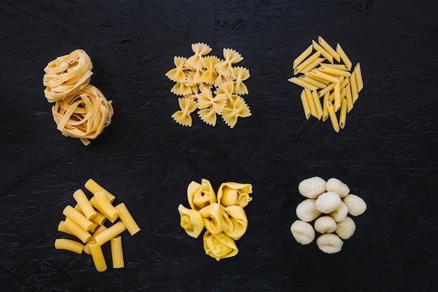 Haufenweise gemischte pasta