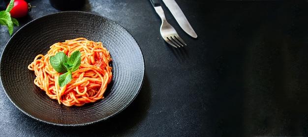Hauptgericht spaghetti pasta tomatensauce