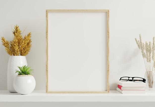 Hauptinnenplakatmodell mit vertikalem goldrahmen mit zierpflanzen in töpfen auf leerem wandhintergrund. 3d-darstellung