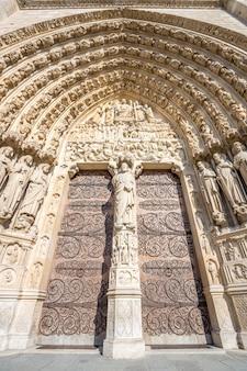 Haupttor der kathedrale notre dame paris france