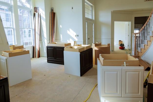 Hauptverbesserungs-küche gestalten die ansicht um, die in eine neue küche installiert wird