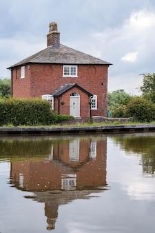 Haus am shropshire union canal in shropshire?