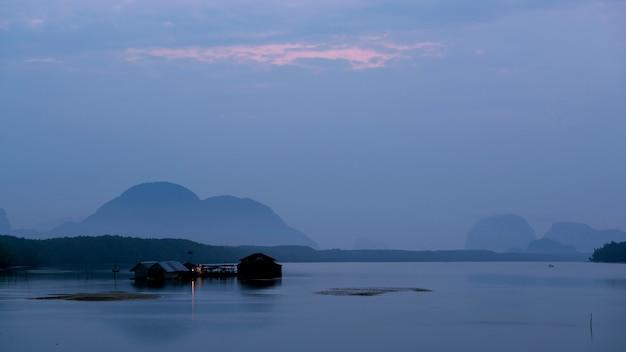 Haus des fischers im meer am phangnga thailand