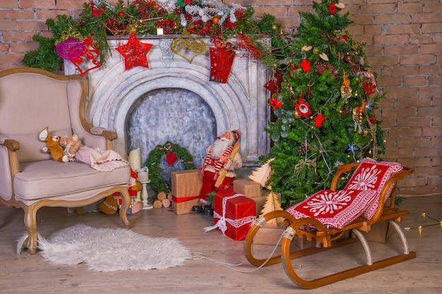 Haus für weihnachtsfeier dekoriert.