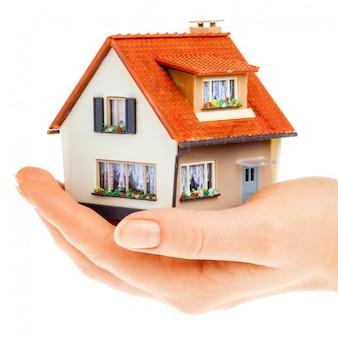 Haus in menschlichen händen