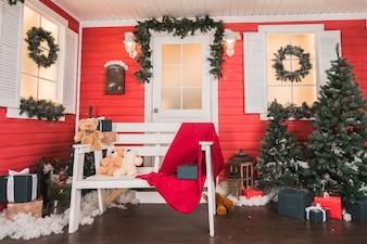 Haus mit Weihnachtsdekoration