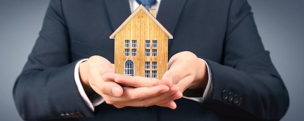 Haus wohnstruktur in der hand, geschäftshaus