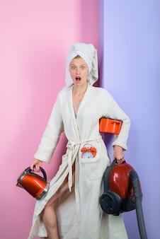 Hausarbeit multitasking-frau beschäftigte frau mutter supermama oder superwoman multitasking-job mutter