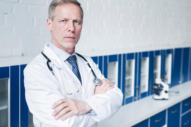 Hausarzt in einer arztpraxis