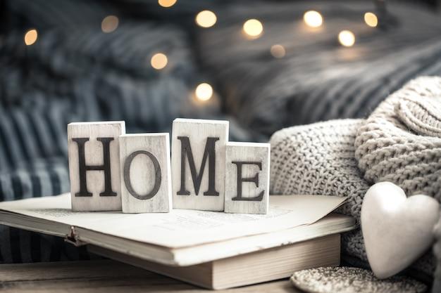 Hausbriefe auf büchern Kostenlose Fotos