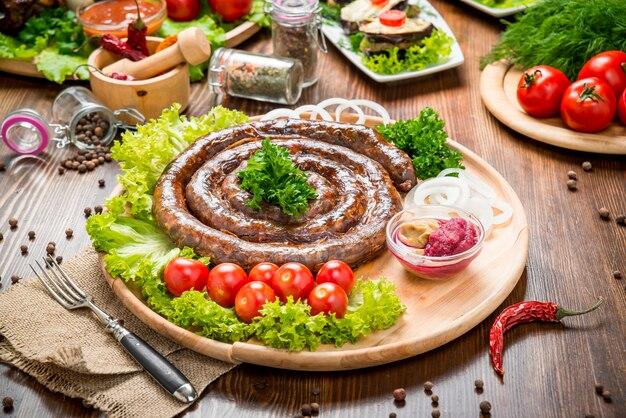 Hausgebratene wurst, leckeres und gesundes essen
