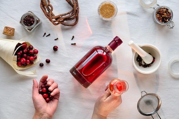 Hausgemachte alkoholische getränkezubereitung.