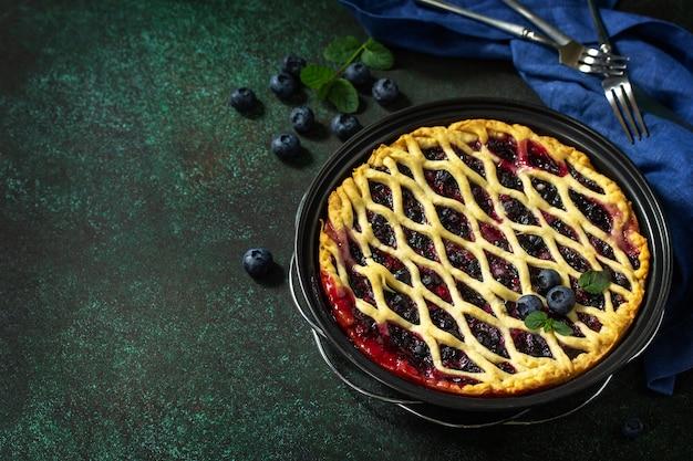 Hausgemachte beerentorte süße tortentorte mit frischen blaubeeren leckerer kuchen mit blaubeere