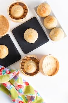 Hausgemachte bio huaiyang spiral chinese blätterteig mondkuchen
