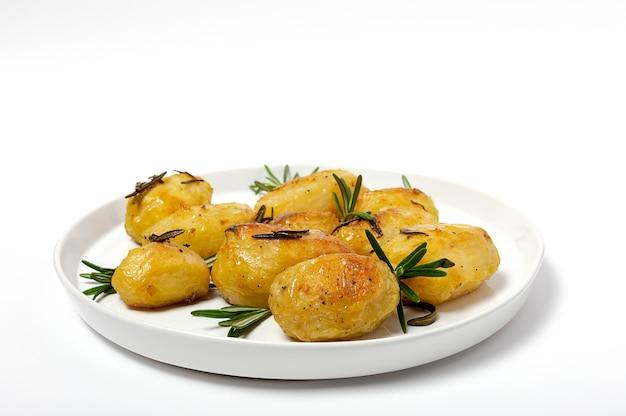 Hausgemachte bratkartoffeln mit rosmarin