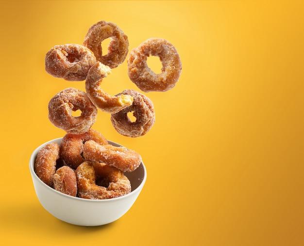 Hausgemachte donuts fliegen, traditionelles gebäck, raumkopie