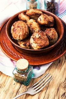 Hausgemachte fleischkoteletts