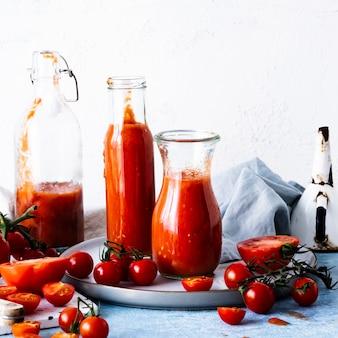 Hausgemachte gazpacho-tomatensuppe food-fotografie