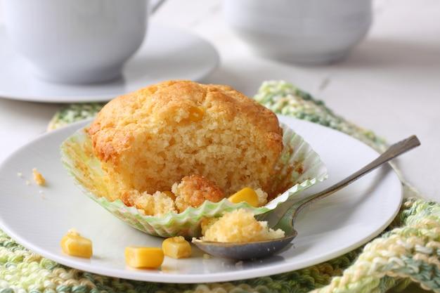 Hausgemachte glutenfreie muffins aus maismehl