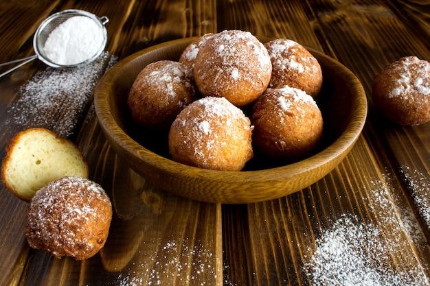 Hausgemachte hüttenkäse donuts