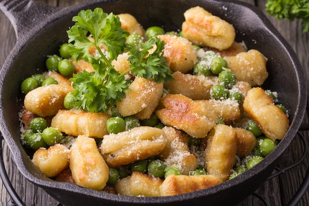 Hausgemachte italienische gnocchi.