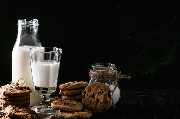 Hausgemachte kekse mit milch