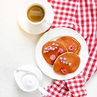 Hausgemachte klassische amerikanische pfannkuchen