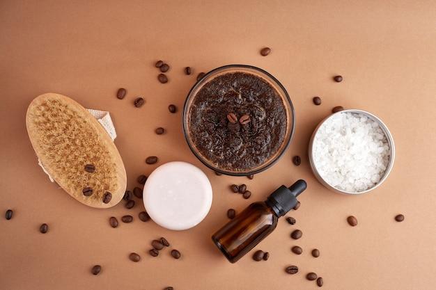Hausgemachte kosmetik mit kaffee-peeling und öl. set von home spa kosmetikprodukten.