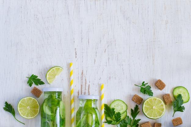 Hausgemachte limonadenflaschen