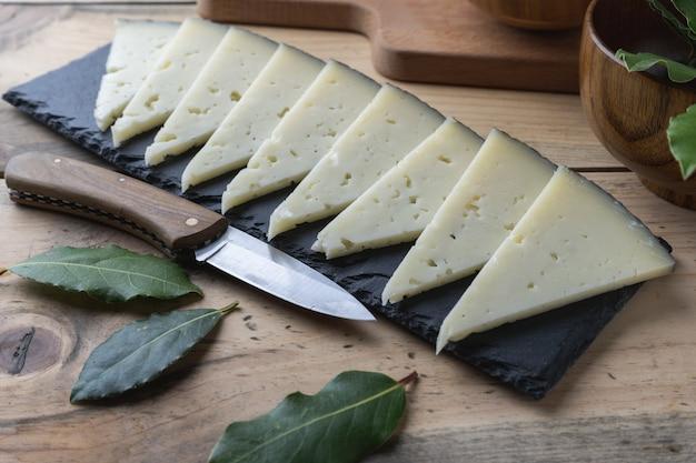 Hausgemachte manchego-käse-tapa