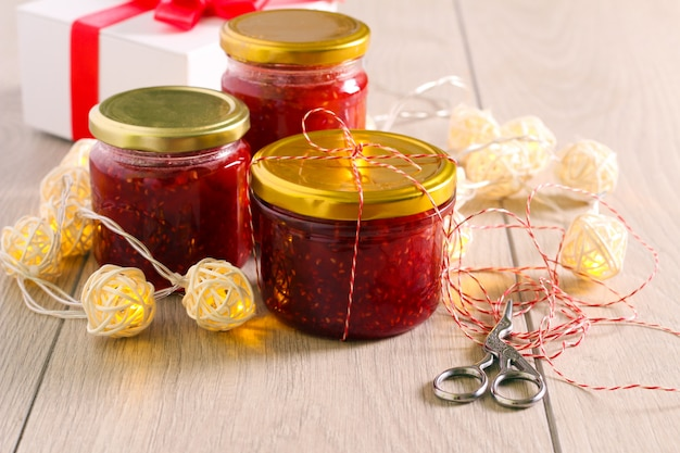 Hausgemachte marmeladengläser - essbare weihnachtsgeschenke