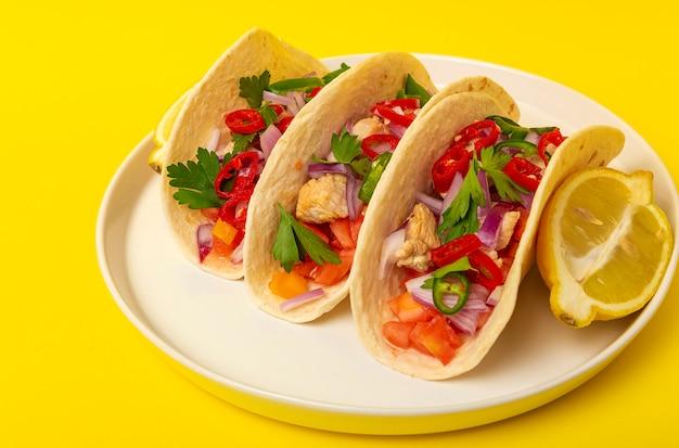 Hausgemachte mexikanische tacos