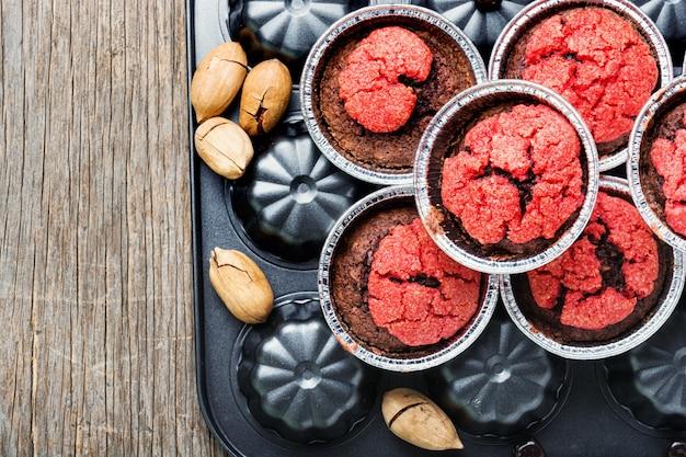 Hausgemachte muffins mit nüssen