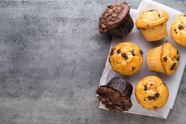 Hausgemachte muffins mit schokolade