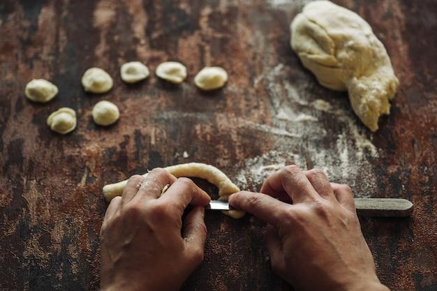 Hausgemachte orecchiette pasta