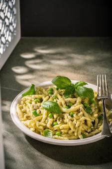 Hausgemachte pasta trofie