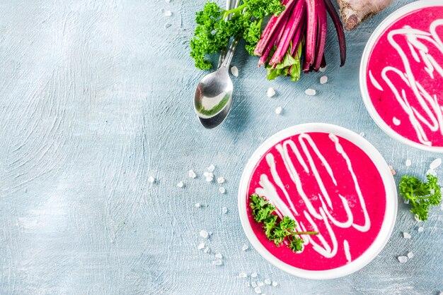 Hausgemachte rote-bete-cremesuppe