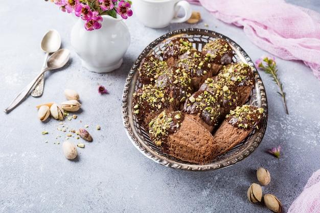 Hausgemachte schokoladenplätzchen madeleine